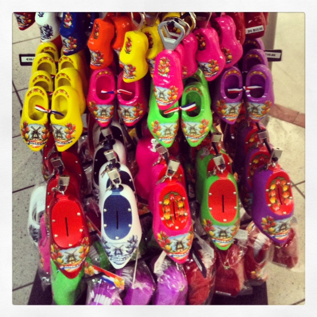 i spy wooden shoe key chains & bottle openers. i must be at the Amsterdam airport?!?!